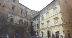 Piazza Morlacchi appartamento con ampio terrazzo