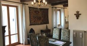Traversa Corso Vannucci ampio appartamento con balcone