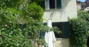 Centro Storico casa indipendente con giardino